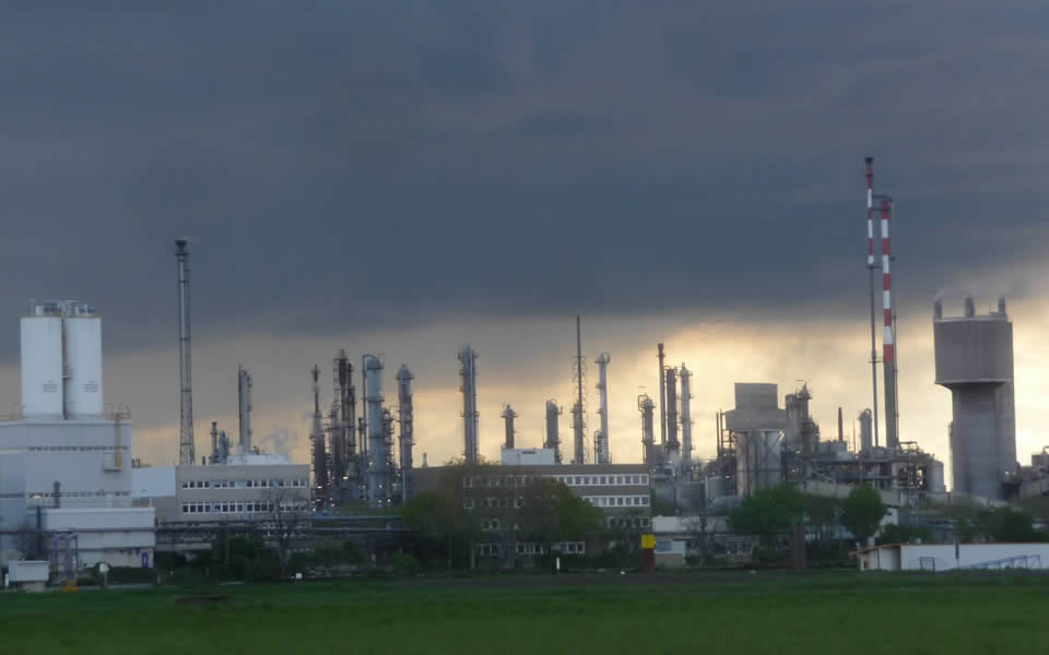 Ludwigshafen - BASF has created a  chemcial factory that hardly pollutes