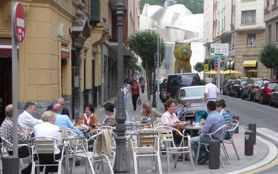 Bilbao - cafe  culture in the open even when it rains