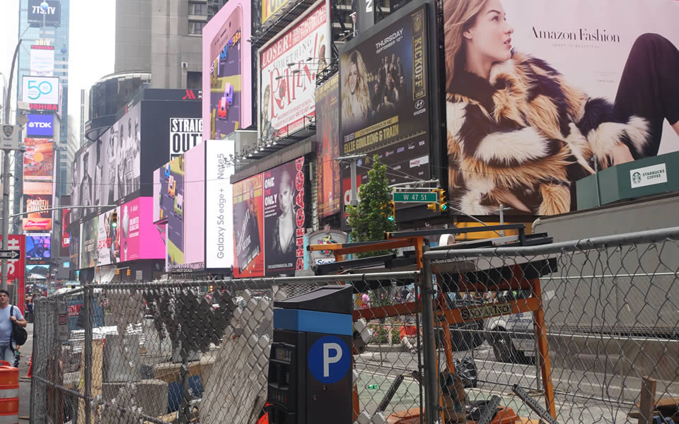 New York - A pixelated world on 42nd St.