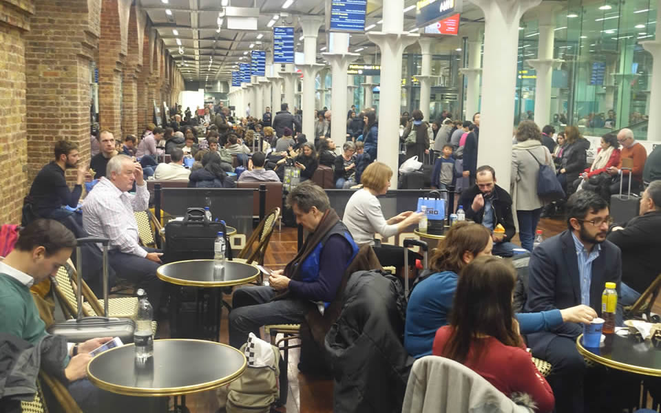 London St.Pancras - everyone is on the move